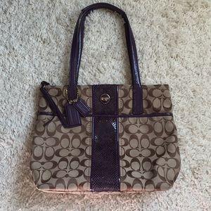Gorgeous Coach Logo Shoulder Bag Purple Patent